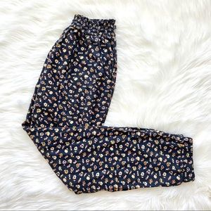 American Eagle floral pattern trousers